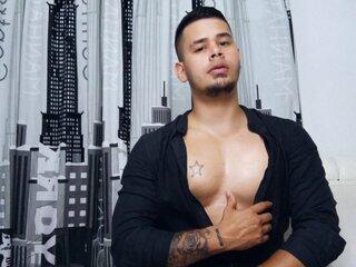 Nude shows ass AlejandroTorres